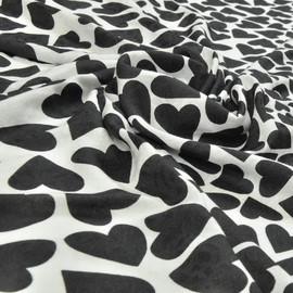 Вискоза плательно-блузочная жаккардовая, на белом фоне черные сердечки