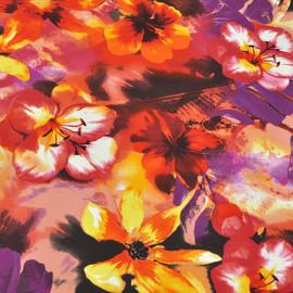 Вискоза ярко-красного цвета с желтыми фиолетовыми и темно-красными цветами