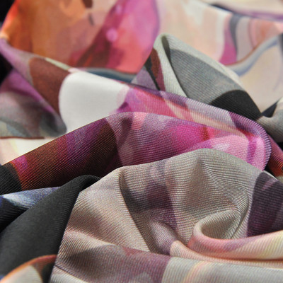 Вискоза-стрейч с цветочным рисунком в квадратах
