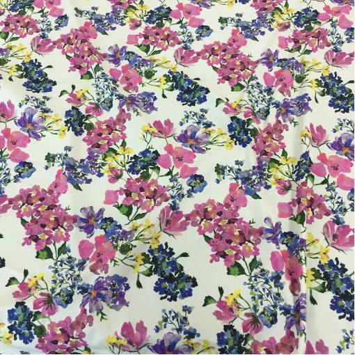 Хлопок стрейч плательно-рубашечный весенние цветы на молочном фоне