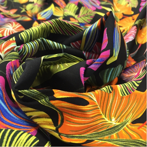 Хлопок плательный стрейч принт разноцветные листья на черном фоне