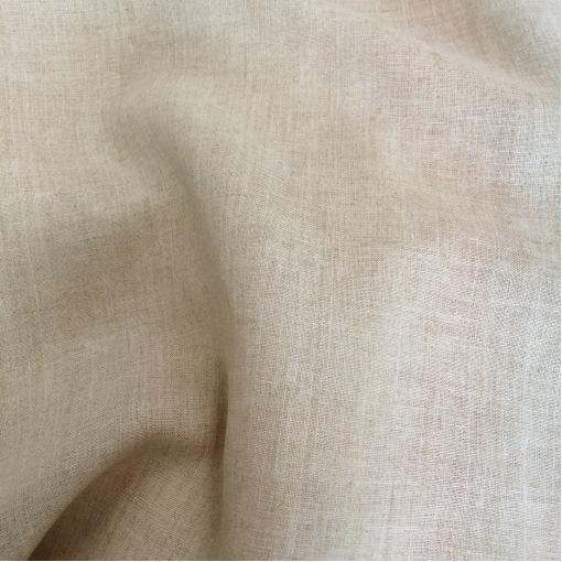 Лен костюмный натурального цвета с атласным напылением в виде горошка