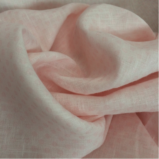 Лен костюмный бледно-розового цвета с атласным напылением в виде горошка