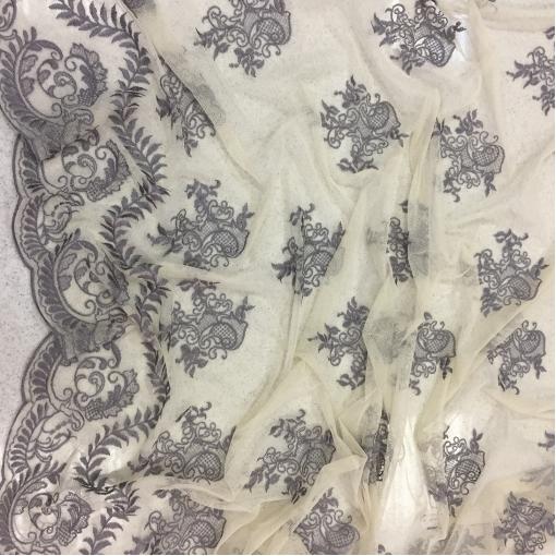Сетка с вышивкой серые хлопковые цветы