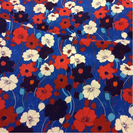 Вискоза плательная принт Prada алые цветы на синем фоне