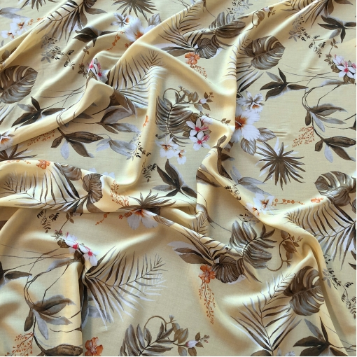Вискоза мягкая плательная Max Mara растительность на пастельно-бежевом фоне