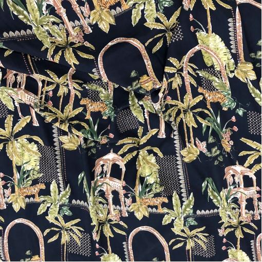 Вискоза плательная принт пальмы и тигры на темно-синем фоне