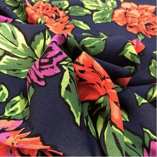 Вискоза плательная стрейч принт Blumarine розовые бутоны на синем фоне
