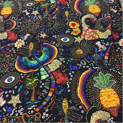 Вискоза плательная стрейч струящаяся фантазийный рисунок на черном фоне