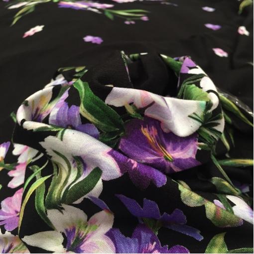 Трикотаж вискозный скользкий принт Piero Moretti купон сиреневые цветы на черном фоне