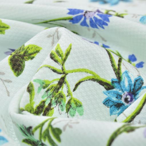 Белоснежное пике в шахматный рубчик с яркими синими полевыми цветами