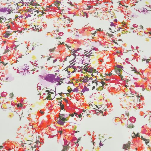 Пике в мелкий квадрат с красными цветами на белом фоне
