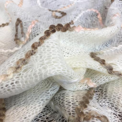 Паутинка трикотажная с шерстью с вышивкой молочного цвета