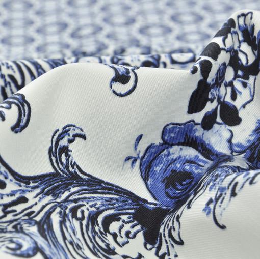 Хлопок костюмно-плательный белый с синим орнаментом