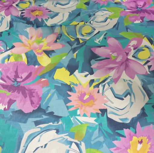 Шелк шифон креш цветы на голубом фоне