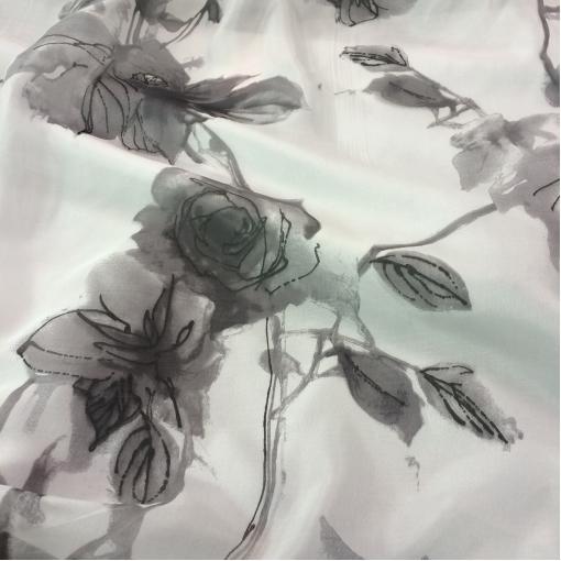 Шелк шифон принт серо-белые акварельные цветы