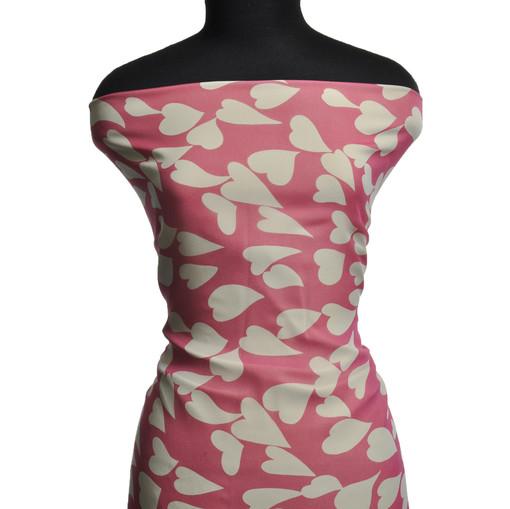 Шелковый шифон жоржет белые сердечки на розовом фоне