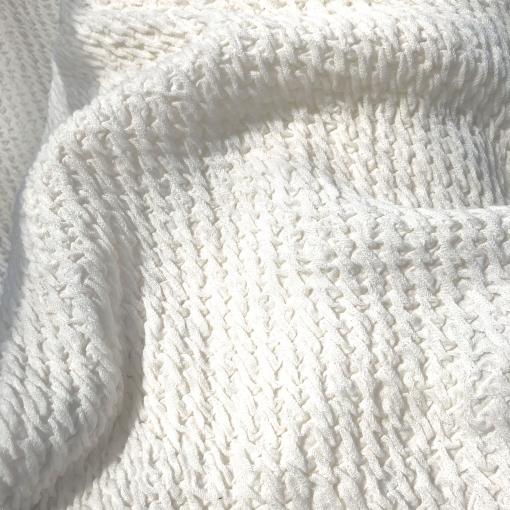 Трикотаж шерстяной объемный 3D стрейч молочно-ванильного цвета
