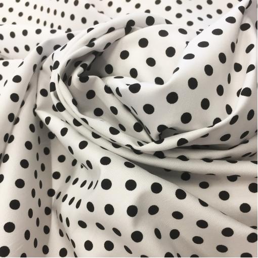 Хлопок стрейч костюмно-плательный принт средний горох 7 мм белом фоне
