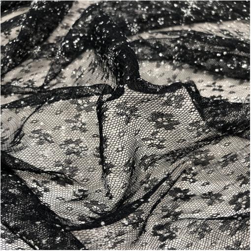 Кружево на сетке черного цвета с цветочками и серебристыми точками