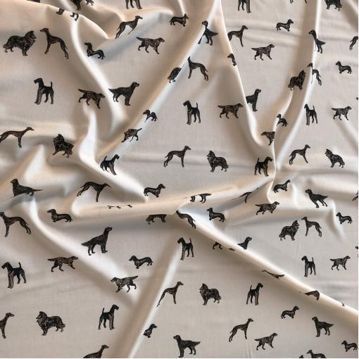 Вискоза плательная стрейч принт собачки на ванильном фоне