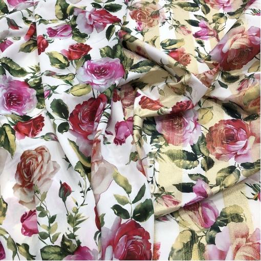 Вискоза тонкая стрейч принт Elisa Fanti розы на белом фоне