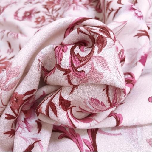 Вискоза креповая плательная принт Versace цветы и вензеля на бледно-розовом фоне