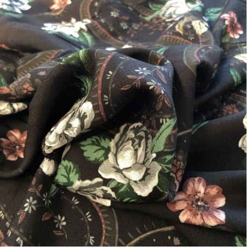 Вискоза мягкая плательная принт D&G розы на фоне цвета горький шоколад