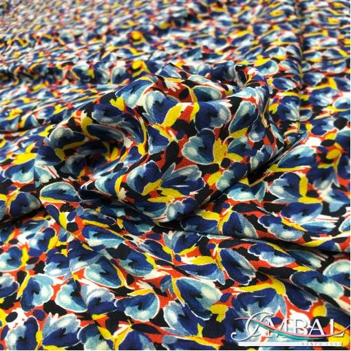 Вискоза плательная креповая принт абстрактные цветы в сине-красной гамме