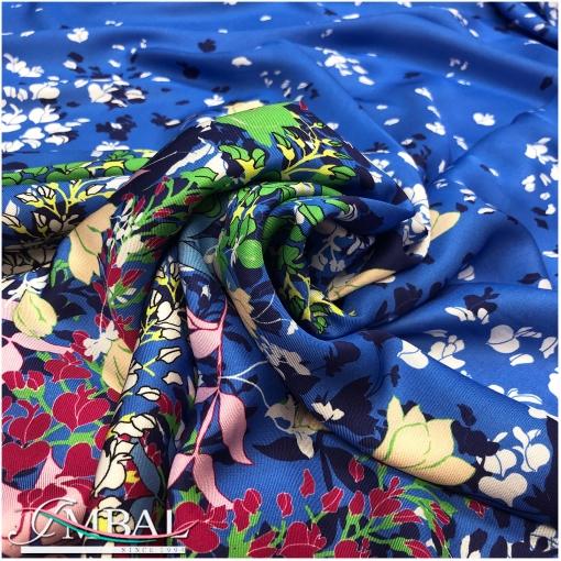 Вискоза твил атласная принт Ratti продольный купон на небесно-синем фоне