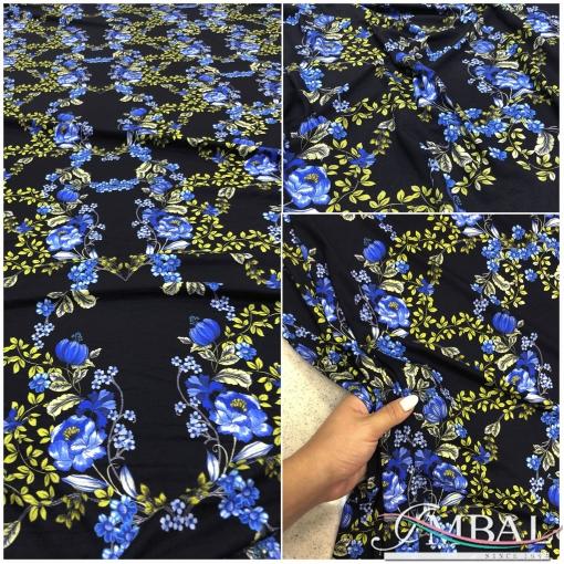 Трикотаж вискозный принт Blumarine синие цветы на черном фоне