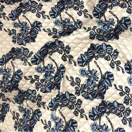 Ткань курточная стеганная двухсторонняя принт Antonio Marras синие орхидеи на белом фоне
