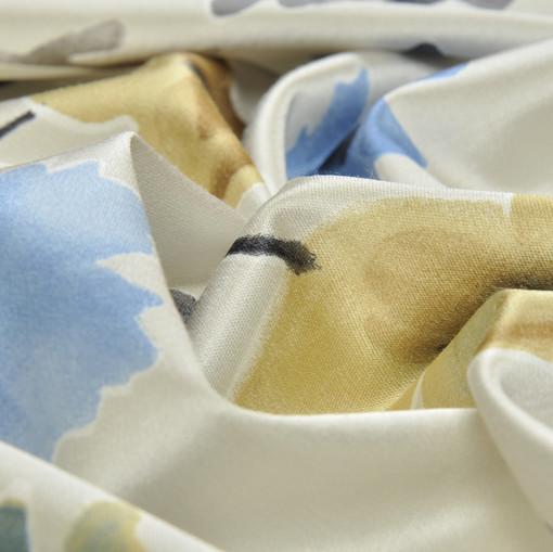 Хлопок костюмно-плательный атласный с синими цветами