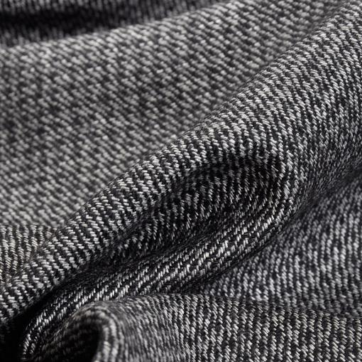 Костюмная ткань с черно-белыми мелкими гусиными лапками