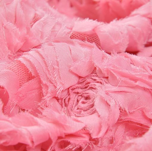 Нарядная розовая сетка с розами из тесьмы