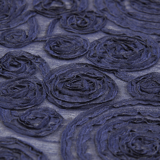 Темно-синий нарядный шифон с розами из тесьмы