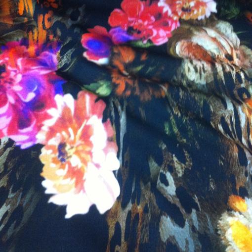 Вискозный трикотаж джерси с цветочным принтом