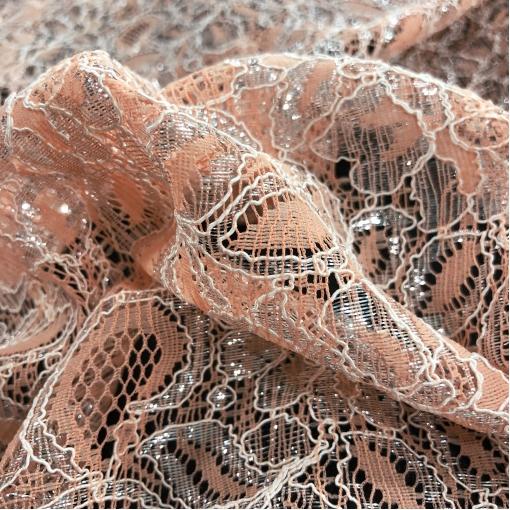Кружево Blumarine стрейч нежно-лососевого цвета с серебряным люрексом
