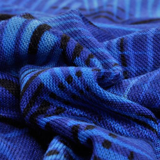 Шерстяной трикотаж средней плотности в синих тонах