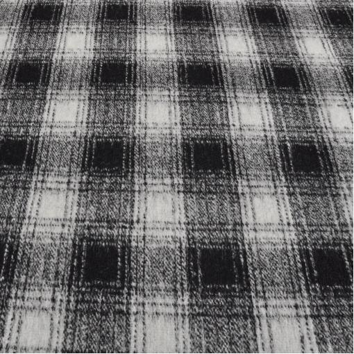 Трикотаж шерстяной плотный в черно-белую клетку на пончо или кардиган