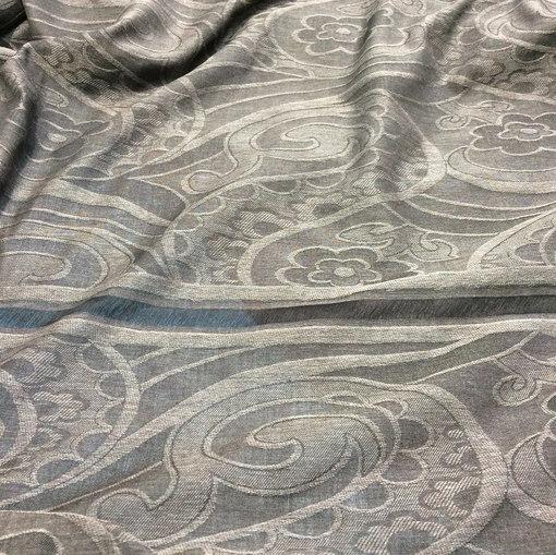 Шарфы легкие с бахромой  жаккардовые серо-коричневые огурцы