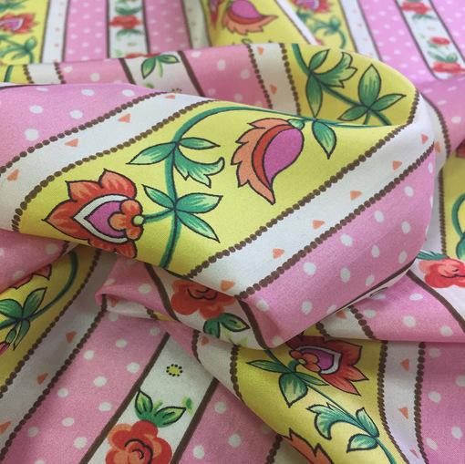 Шелк матовый с розовым, белым и желтым орнаментом
