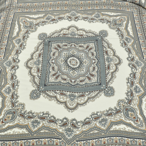 Шелковые платки на молочном фоне серые огурцы