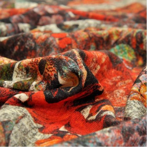 Трикотаж вискозный с рисунком из красных цветов
