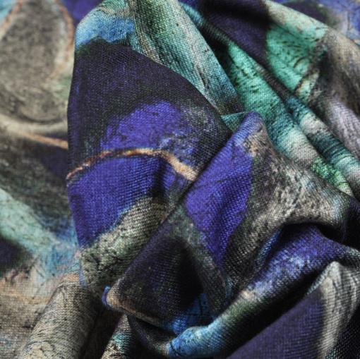 Вискозный темно-синий трикотаж с веревочным принтом зелено-фиолетового цвета