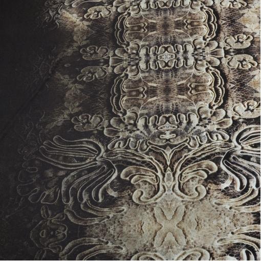 Вискозный трикотаж с принтерной печатью в  темно-коричневых тонах с драгоценностями