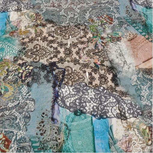 Вискозный трикотаж с кружевным принтом в кораллово-голубых тонах
