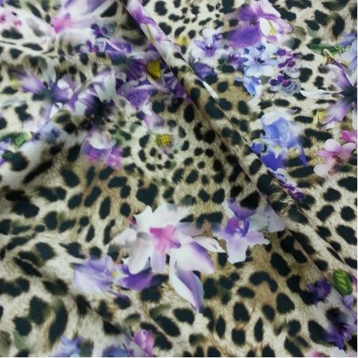 Вискоза плательная стрейч с принтом орхидей на леопардовом фоне
