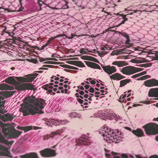 Курточная стеганная ткань с водоотталкивающей пропиткой сиреневые кружевные цветы