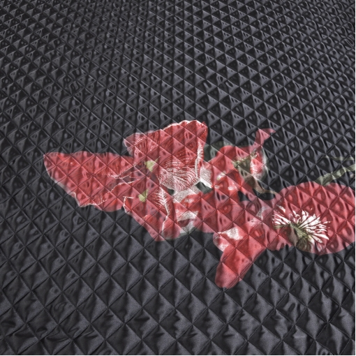 Ткань курточная мягкая стеганная черного цвета с красным цветком